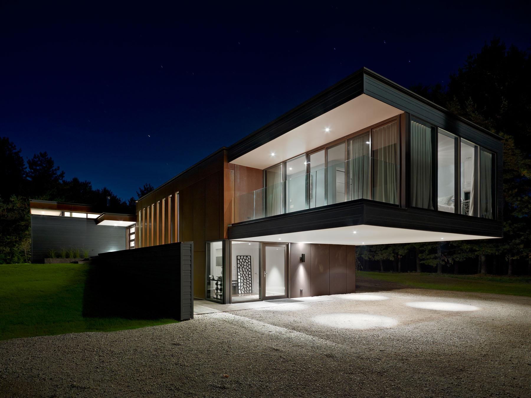 Contemporary Cantilever House Design By Paris Architects: Clearview Residence By Altius Architecture