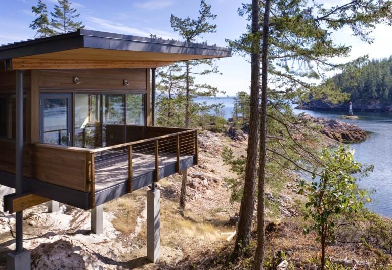 Modern Lake Residence by Balance Associates Architects