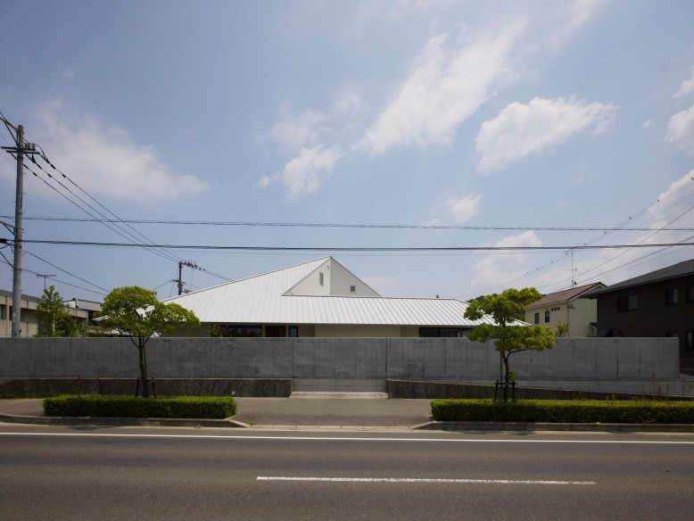 House in Sanbonmatsu by Hironaka Ogawa and Associates