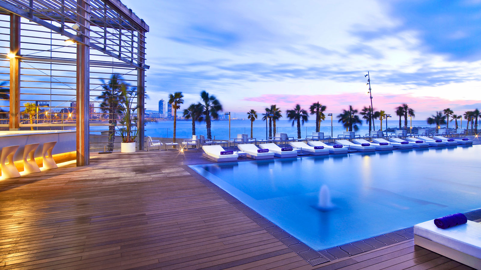 The w hotel in barcelona by ricardo bofill homedezen for Hotel in barcellona