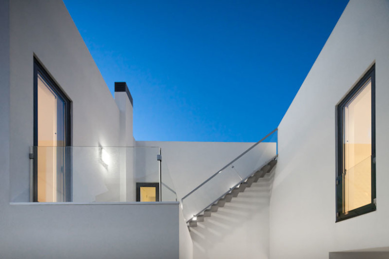3,055 square feet modern house in portugal