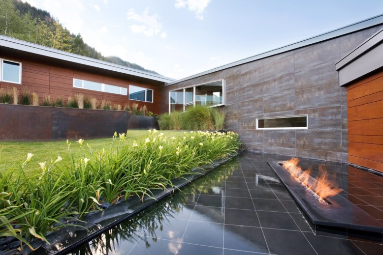 10,600 square foot modern residence located in USA