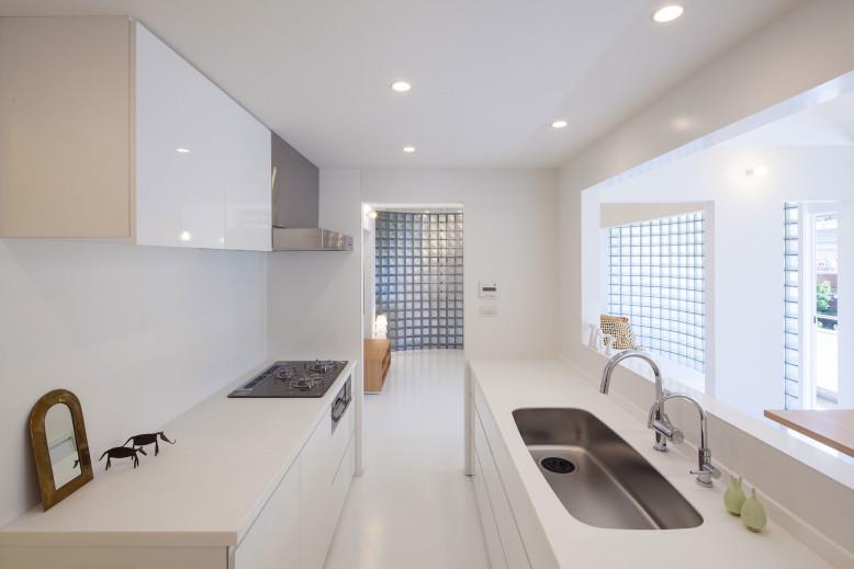 modern home completed in 2012 by Yasunari Tsukada Design