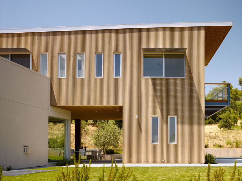 6,000 square foot two floors modern house located in Los Altos Hills, California