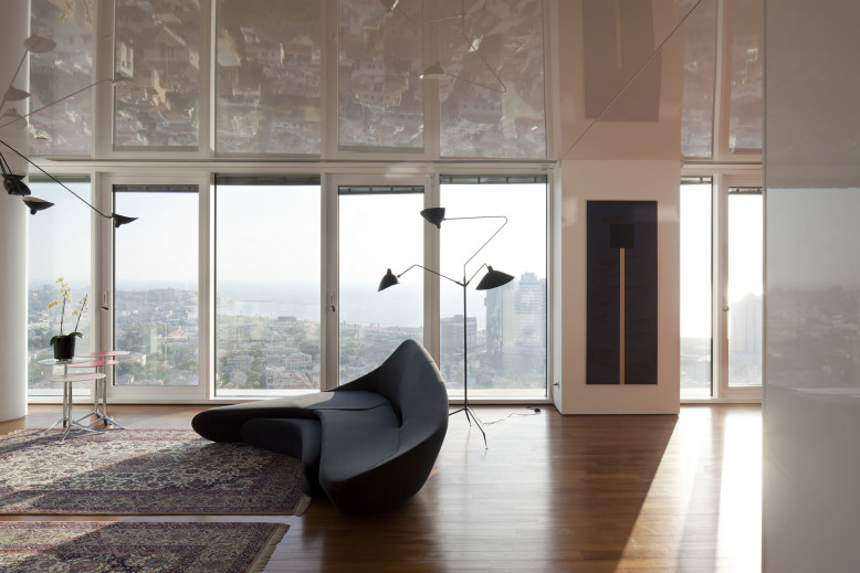 R1T Apartment by Partizki & Liani Architects