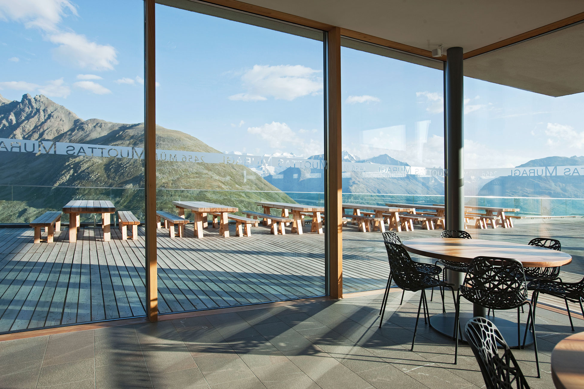 Romantik hotel muottas muragl by franzun ag homedezen for Romantik hotel