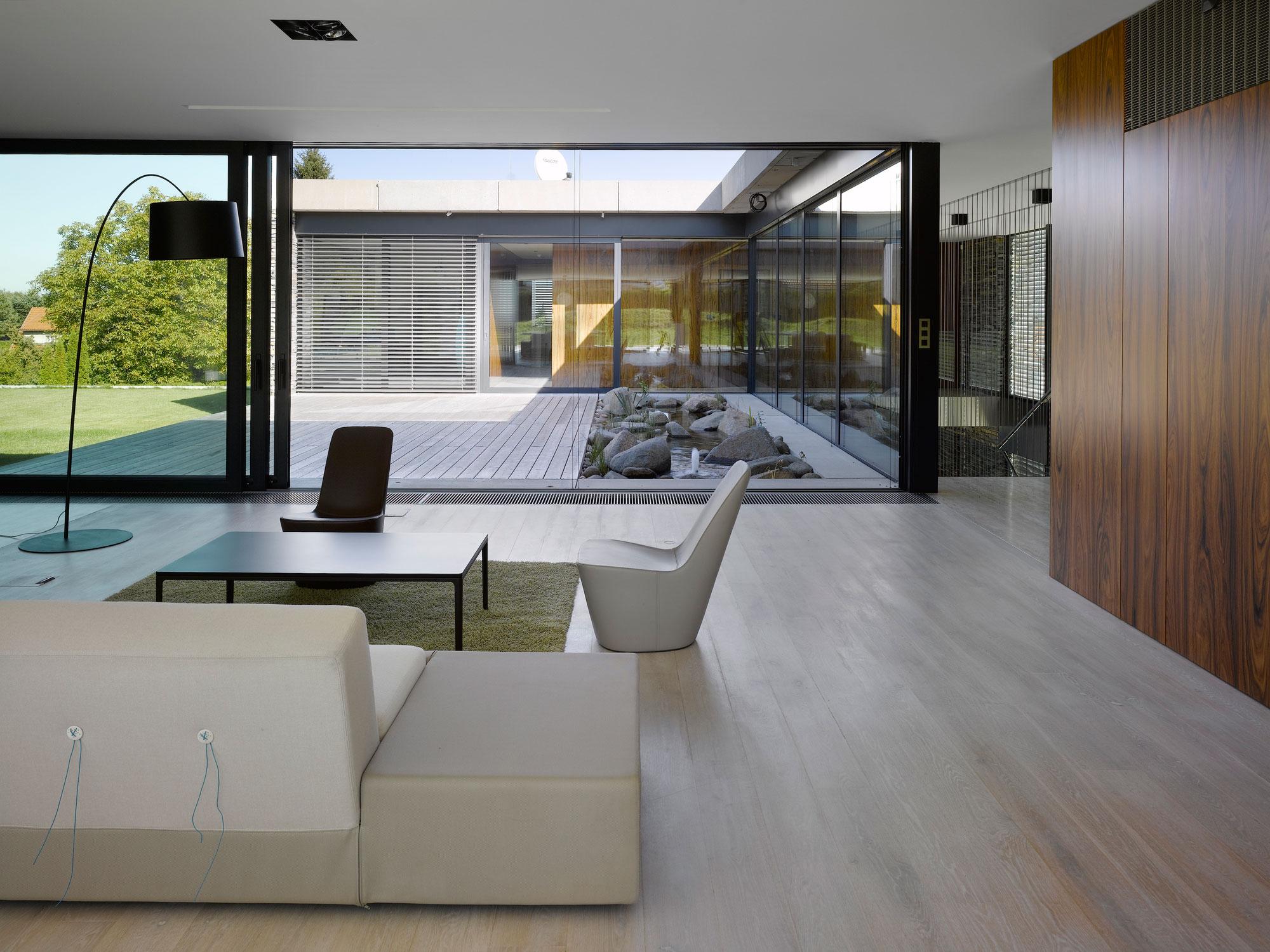 Villa Řitka by studio pha | Homedezen