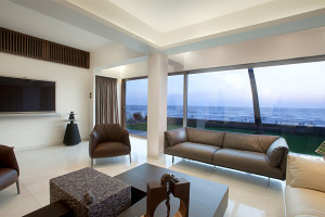 Apartment by the Beach by ZZ Architects