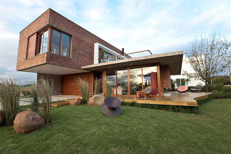 Casa Maritimo by Seferin Arquitectura