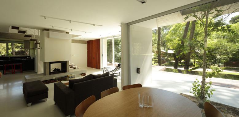 Fresno House by Felix Raspall & Federico Papandrea