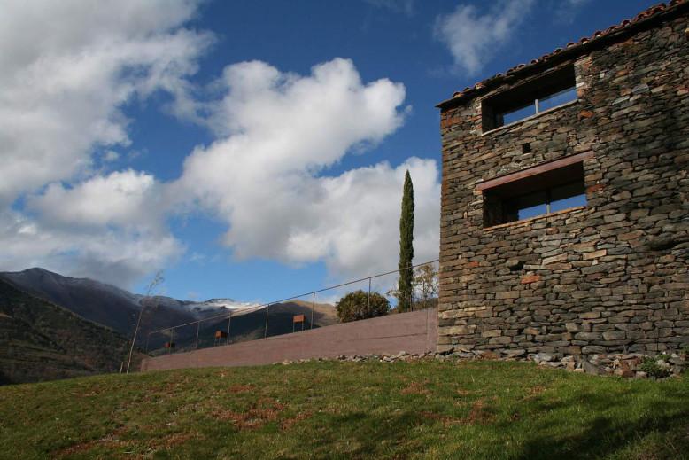 Mas La Riba by Ferran López Roca Arquitectura