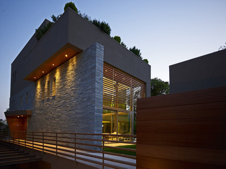 A house of 350 m² in Kifissia for a family of four