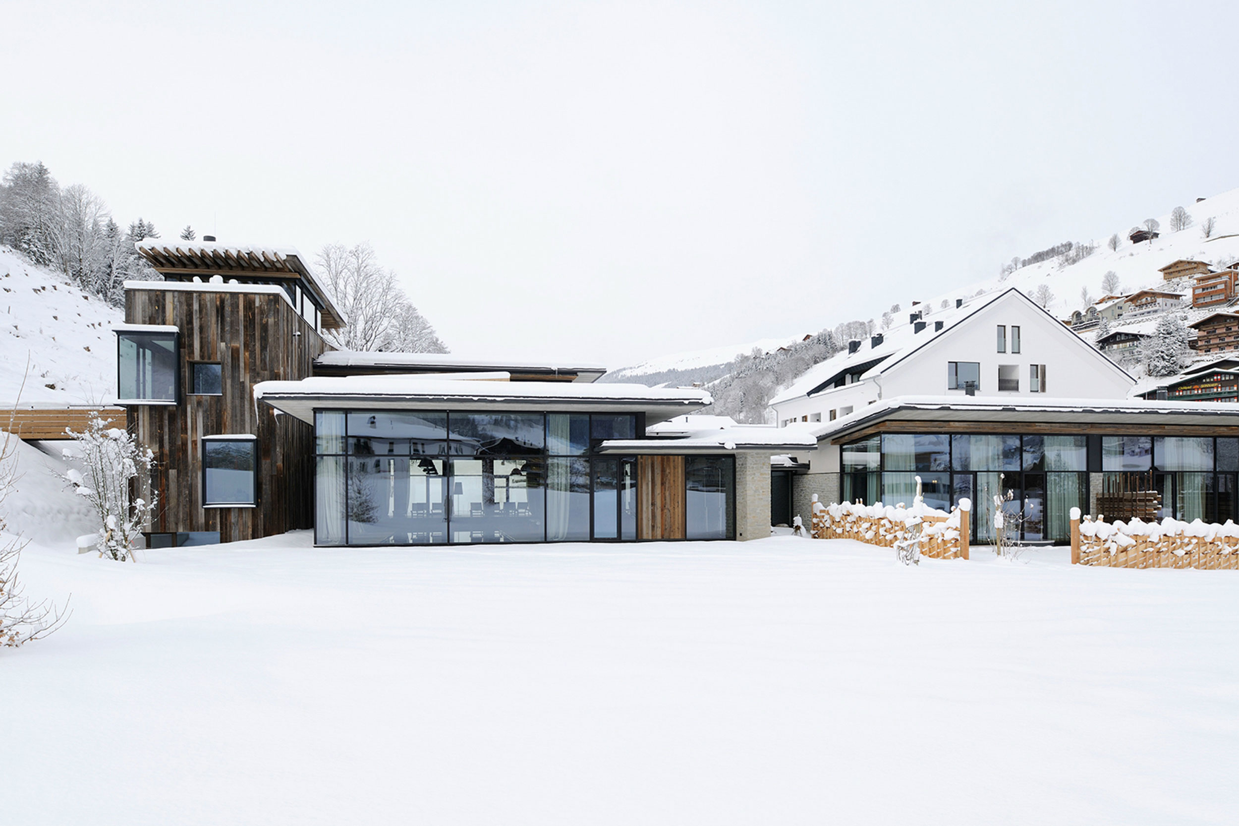 Wiesergut by gogl architekten homedezen for Design hotel salzburg