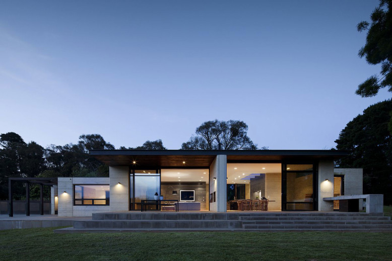 Contemporary Property by Robson Rak Architects