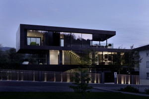 Onstage House by SimmenGroup