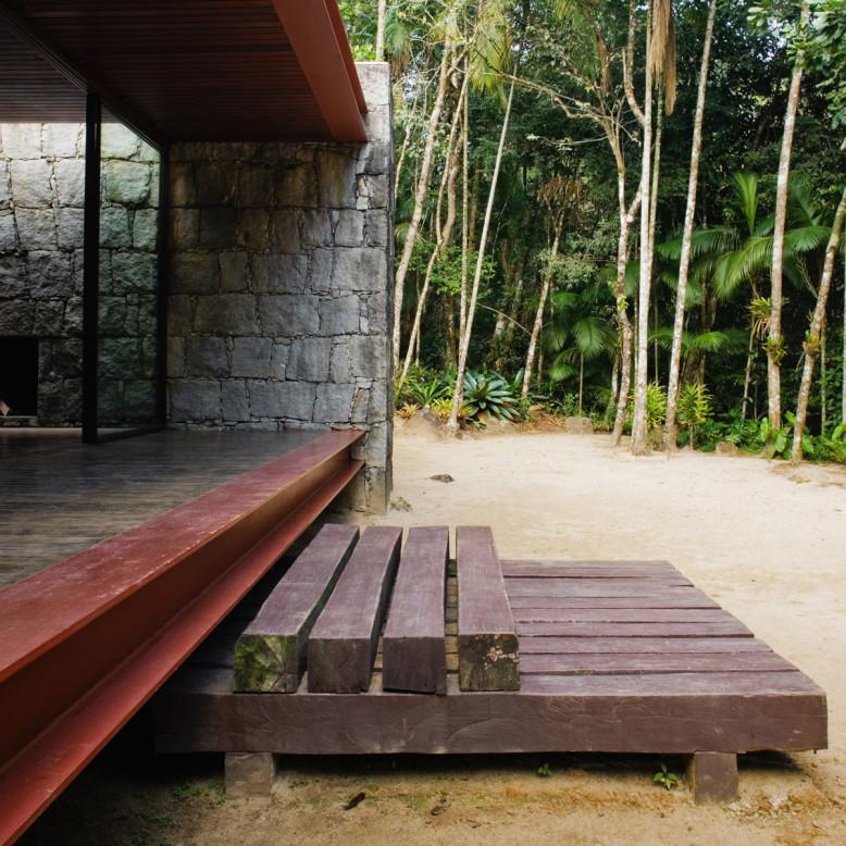 Rio Bonito House by Carla Juacaba