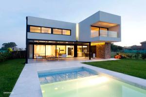 A House by Estudio GMARQ