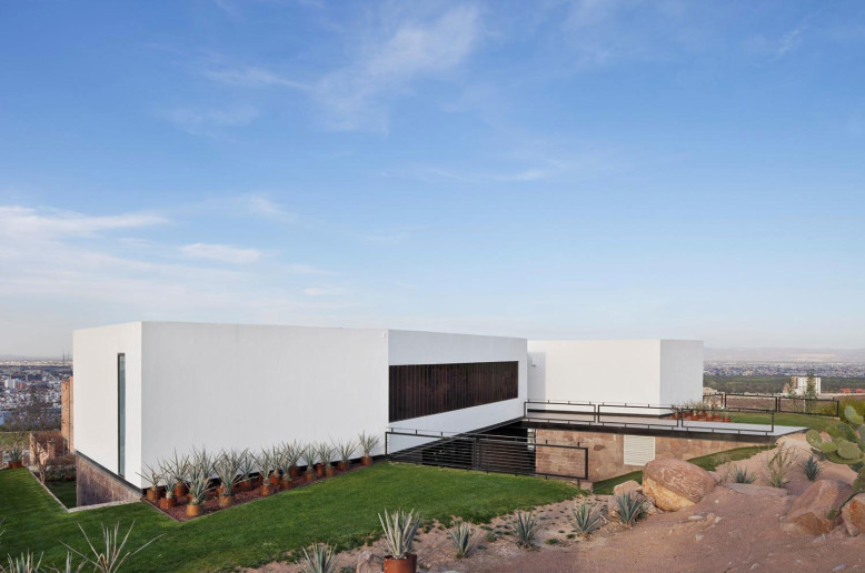 Acill Atem House by Broissin Architects