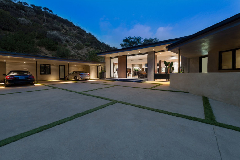 Modern House by Whipple Russell Architects