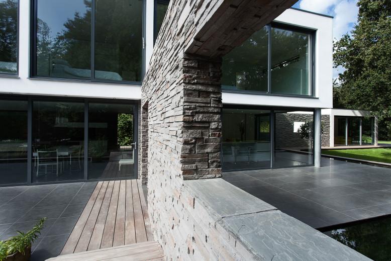 Abbots Way Residence by AR Design Studio