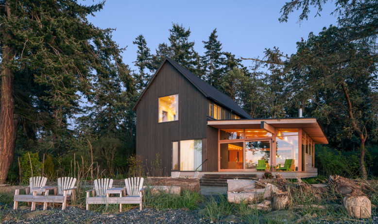 Contemporary home by Heliotrope Architects