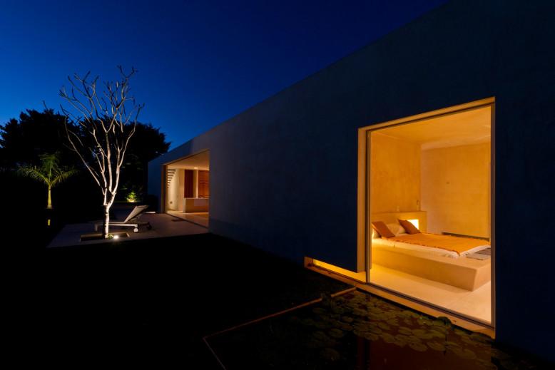Contemporary House by Reyes Ríos + Larraín Arquitectos