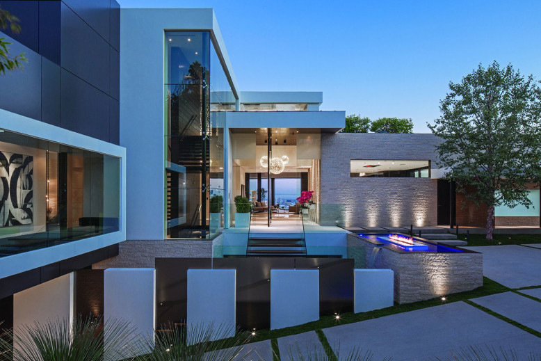 Luxury Residence by Whipple Russell Architects