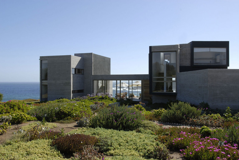 Modern Residence by DX Arquitectos