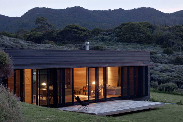 Cottage by Fearon Hay Architects
