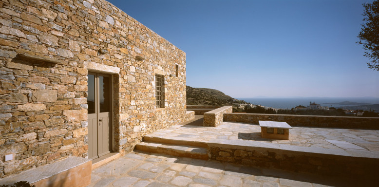 Syros House by Myrto Miliou