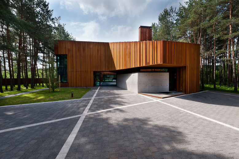 A House in the Woods of Kaunas by Studija Archispektras