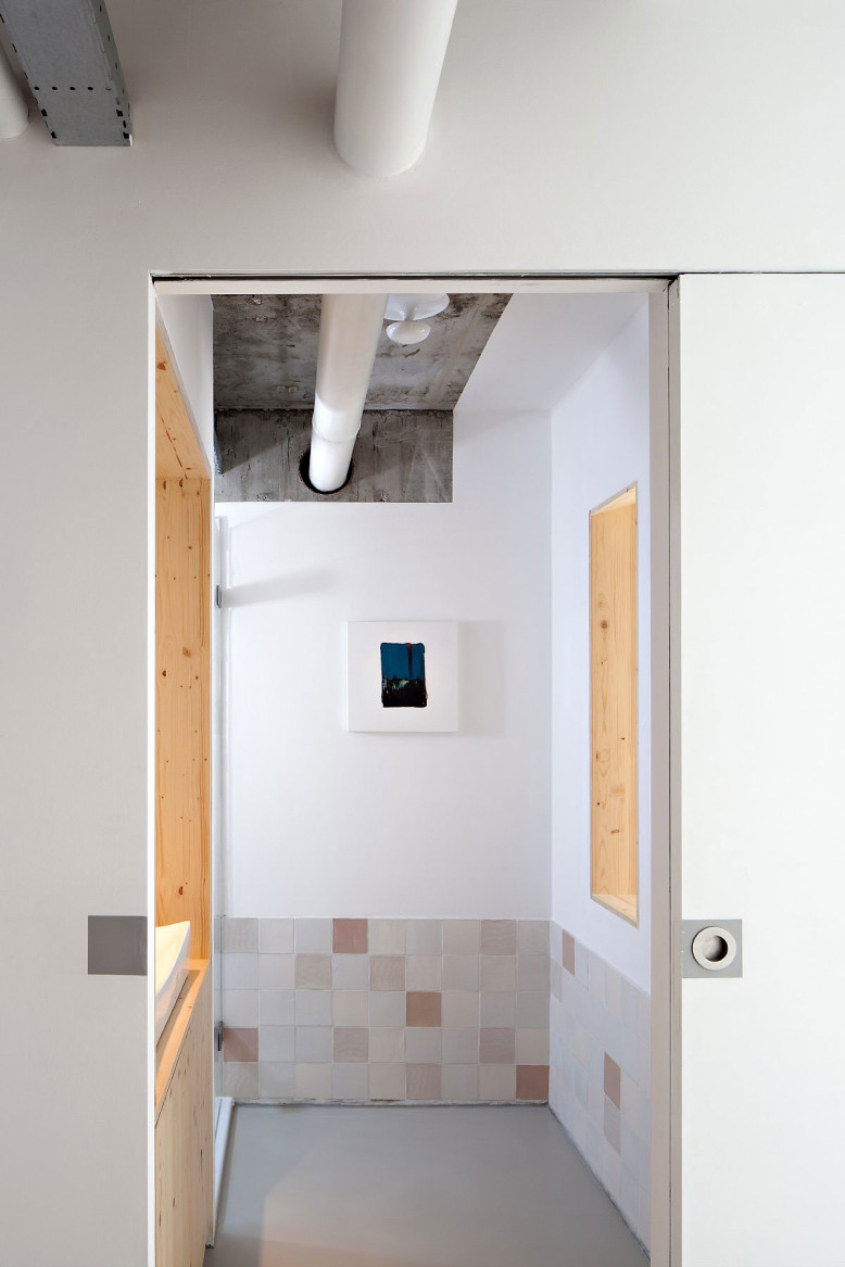 Contemporary Apartment by Laura Alvarez Architecture