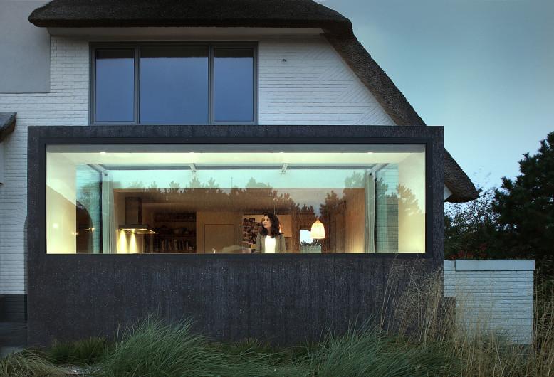 Modern Villa by Maxwan