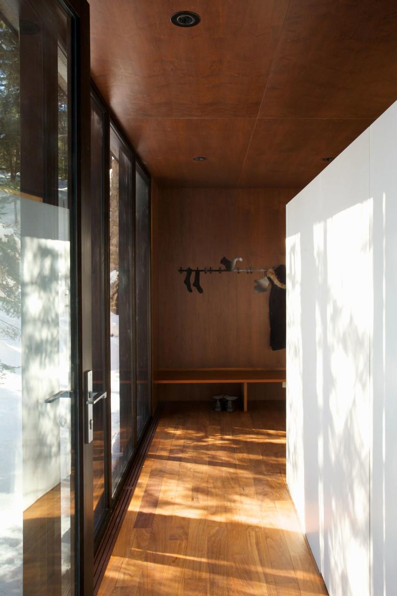 House by Yiacouvakis Hamelin Architectes