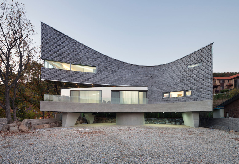 The Curving House by JOHO Architecture