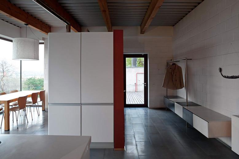 Modern Home by Drozdov Partners