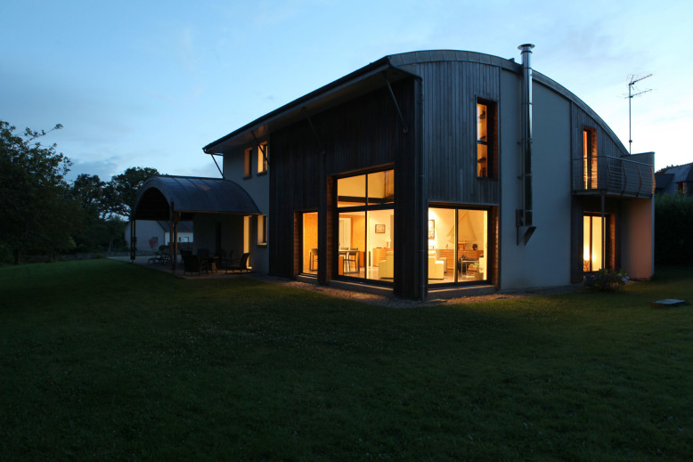 Bioclimatic House in Pluvigner by Patrice Bideau