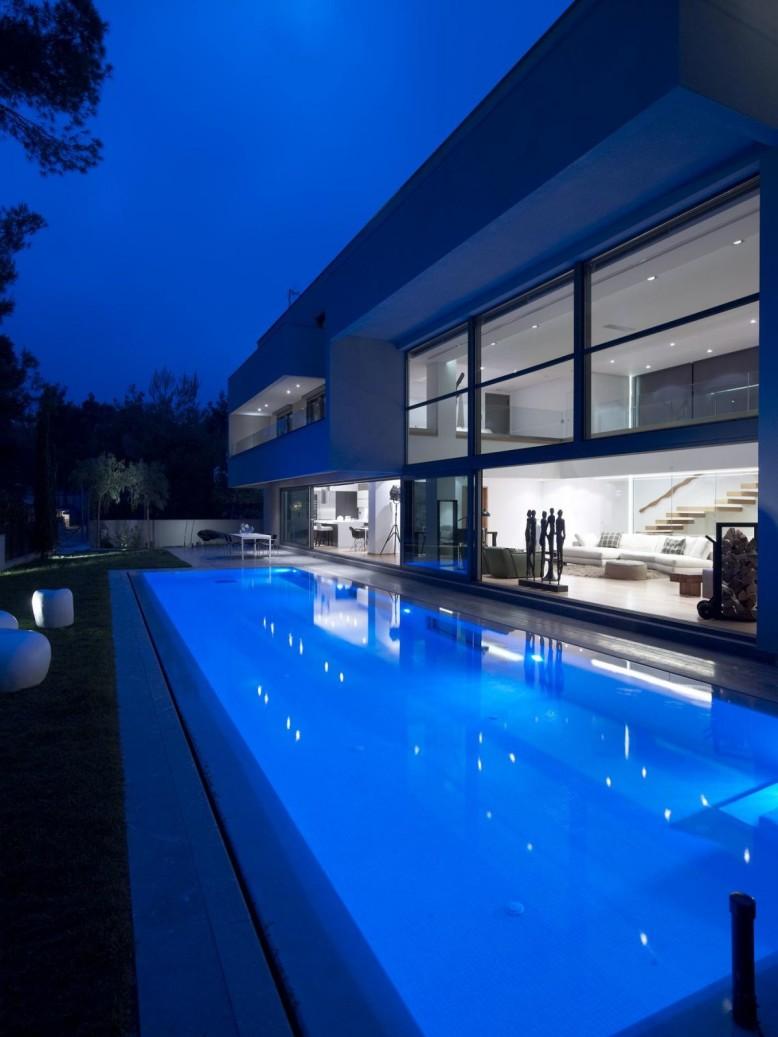 Residence in Dionysos by Nikos Koukourakis & Associates