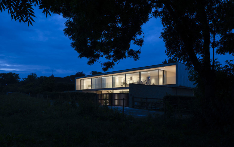 Hurst House by John Pardey Architects & Ström Architects