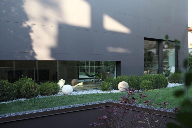 Modern Family House by Enrico Iascone Architetti
