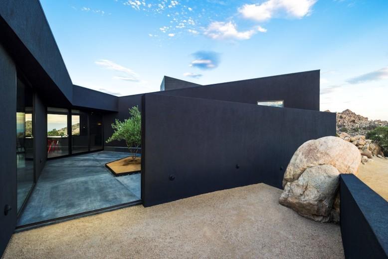Black Desert House by Marc Atlan and Oller & Pejic