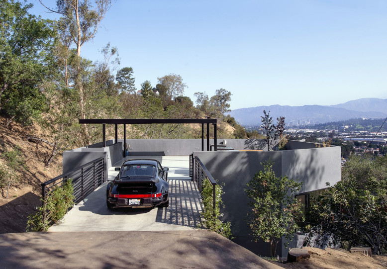 Car park house by anonymous architects homedezen - Maison car park los angeles anonymous architects ...