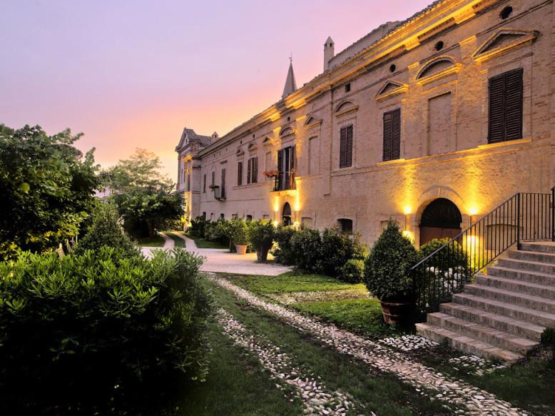Historic mansion by Oriano Associati Architetti
