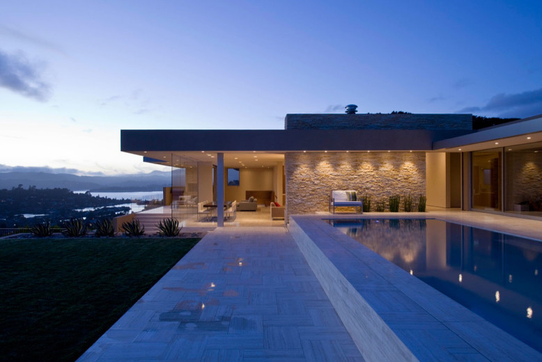 Modern Residence by Swatt Miers Architects