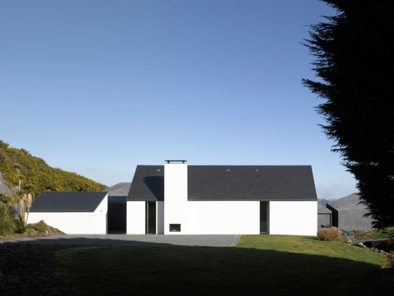 House at Goleen by Níall McLaughlin Architects