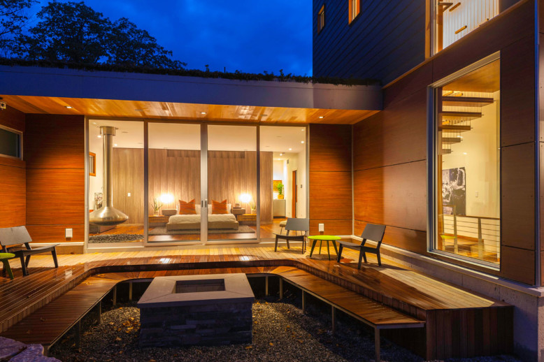Modern House by Michael Fitzhugh Architect