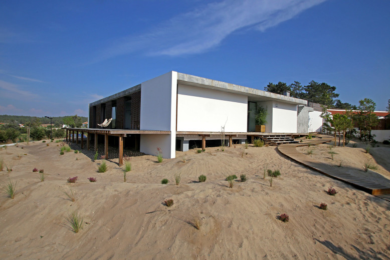 Casa do Pego by Pedro Ferreira Pinto