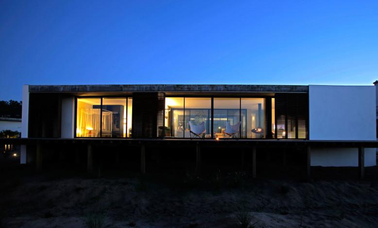 Modern Residence by Pedro Ferreira Pinto