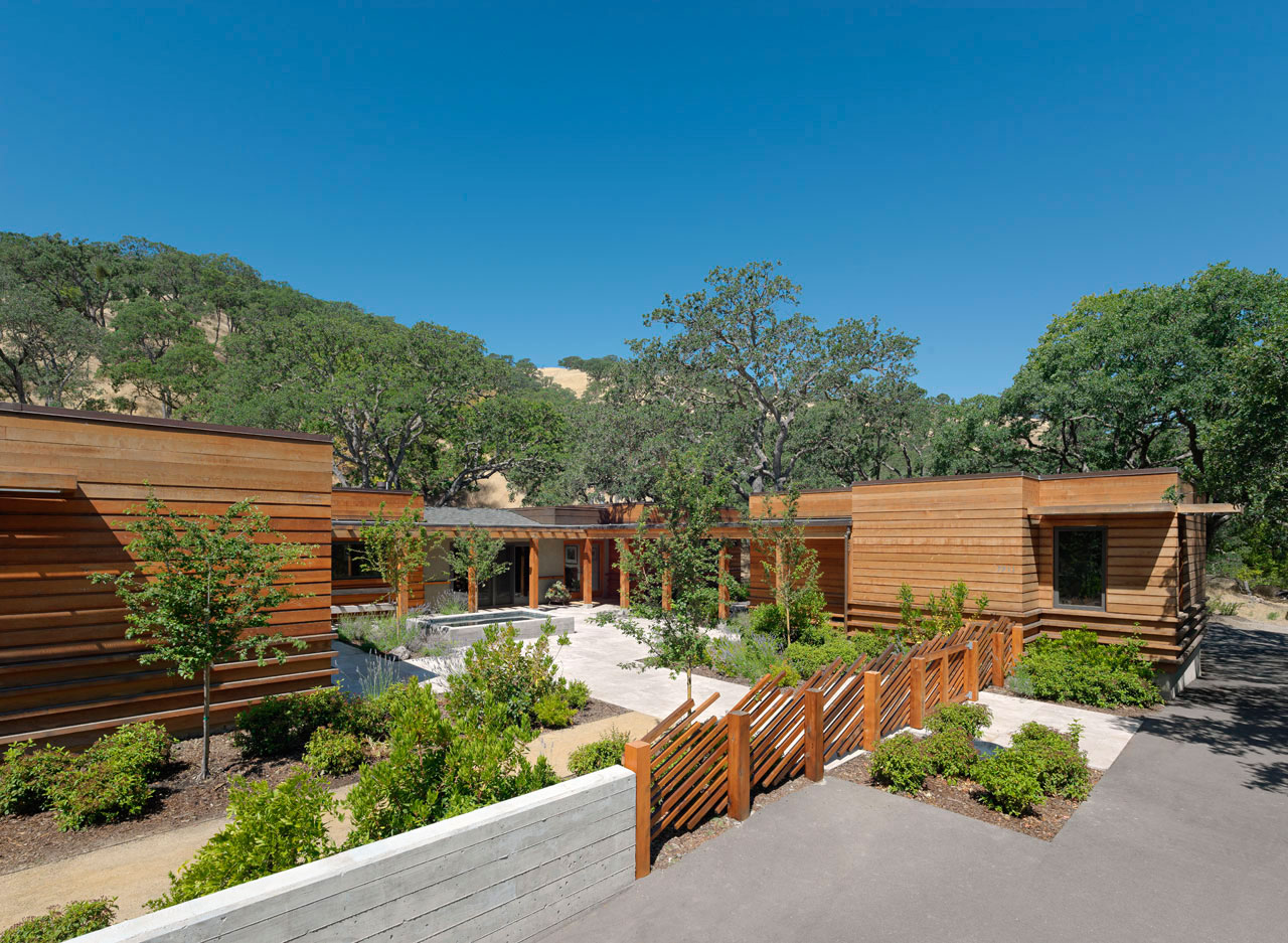 Contemporary ranch style house in California | Homedezen