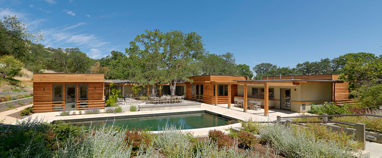 Contemporary ranch style house in California   Homedezen